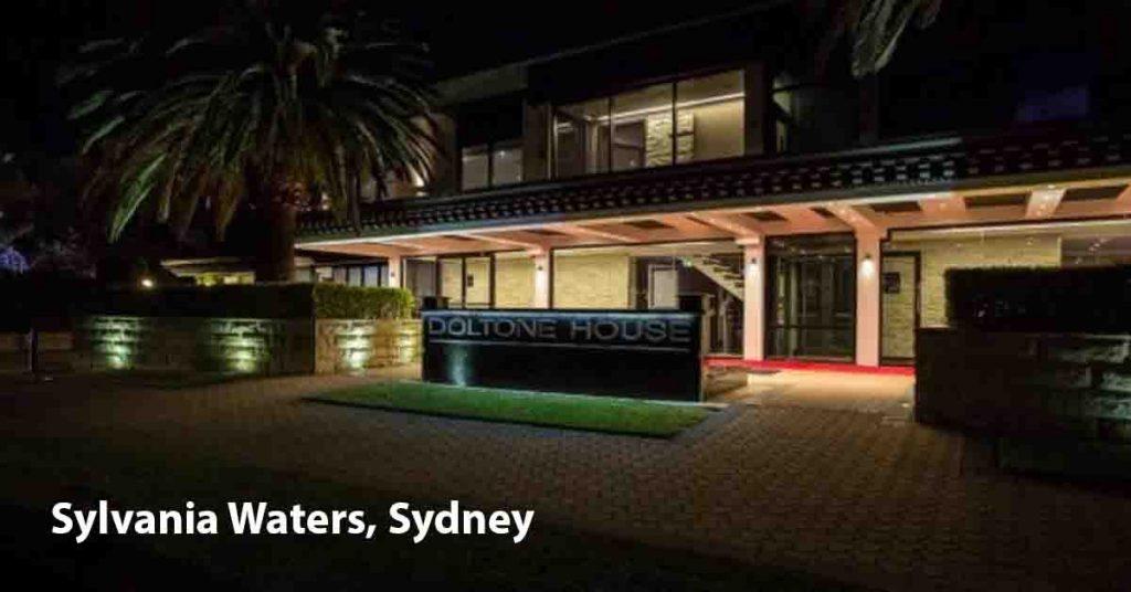 Maxi Taxi near Sylvania Waters Sydney