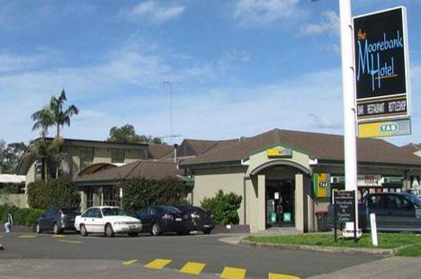 Maxi Taxi Booking to Moorebank,Sydney